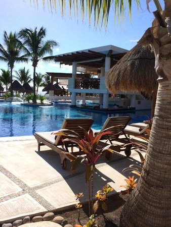 Excellence Playa Mujeres: One of the numerous pools, bars and restaurants