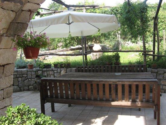 Agriturismo Le Torri di Slivia: Zona relax nel cortile