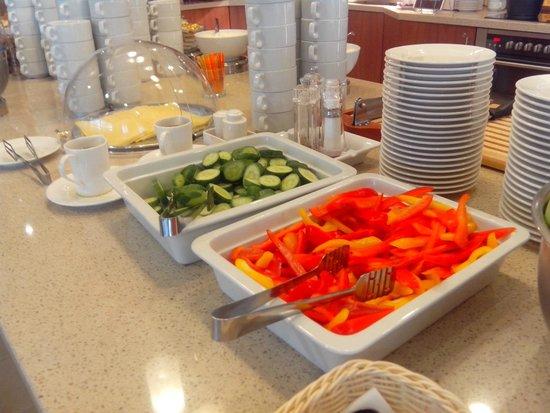 Staybridge Suites St. Petersburg: Pepino y pimiento crudo, todos los dias