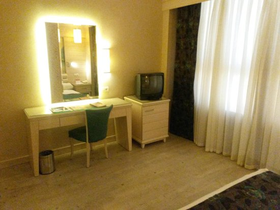 Hotel Riu Kaya Belek: desk&safe