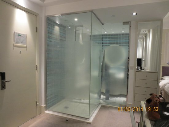 Bathroom with semi transparent walls picture of lanson for Non see through glass for bathrooms