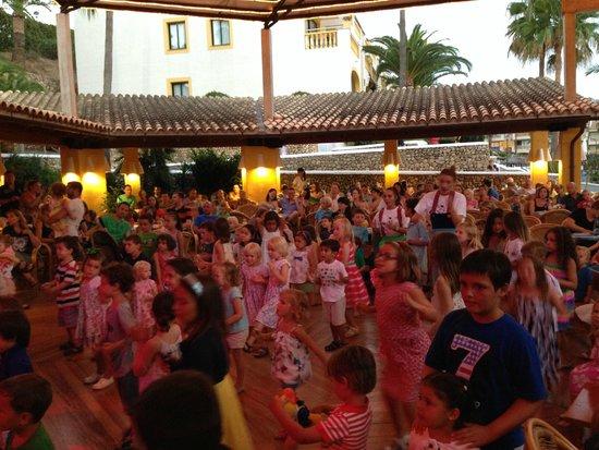 Royal Son Bou Family Club: Los niños, encandilados con el espectáculo infantil