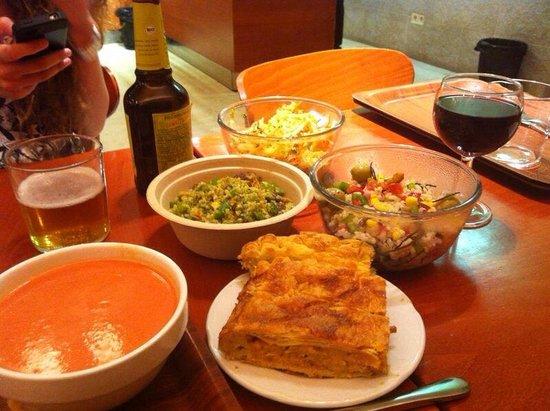 Ecocentro : Empanada, ensaladas y gazpacho