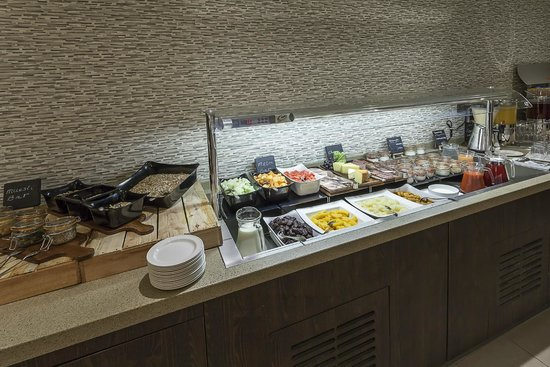 Best Western Plus Manchester Airport Wilmslow Pinewood Hotel: Buffet Breakfast