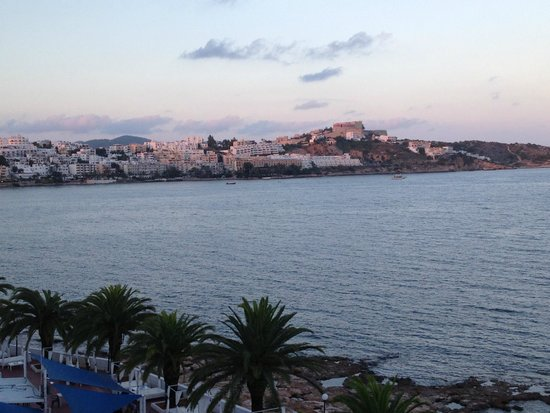 Apartmentos Playa Sol II: Coucher de soleil sur Ibiza