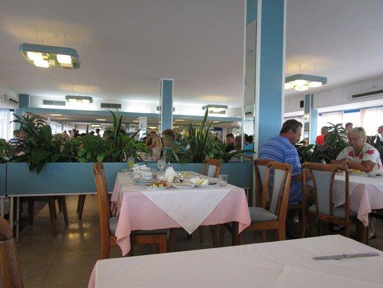 Hotel Delfin: Столовая