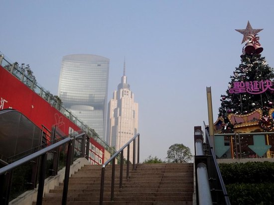 Zhujiang New Town: Из метро Хуаченг Дадао