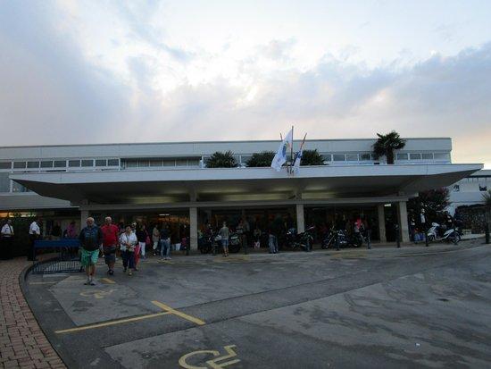 Hotel Delfin: Вход в отель