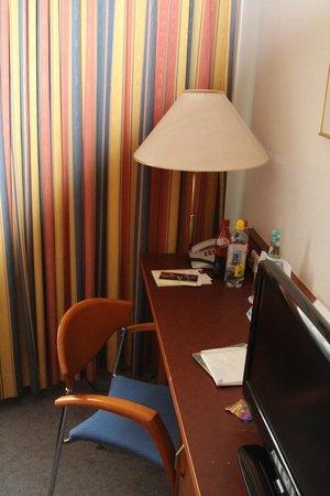 Novum Hotel Boulevard Stuttgart City: Рабочее место