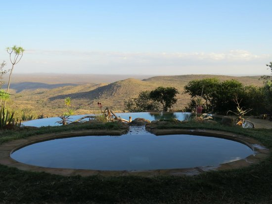 Ol Malo: View over the pool and across the valley