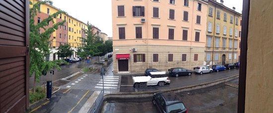 Hotel La Pace: Souvenir shop taken from the bedroom window