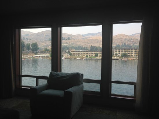 GrandView On The Lake: View from the living room