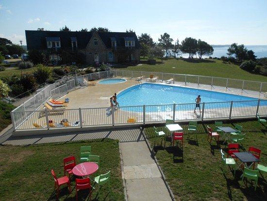Village Club Cap Vacances Port-Manech: magnifique piscine, chaude et très propre
