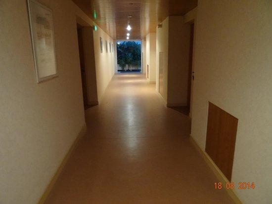 Hotel Les Grenettes : un des couloirs de l'hôtel