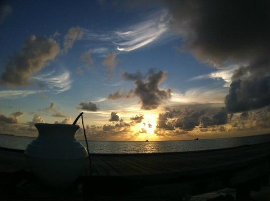 LUX* South Ari Atoll: Sunset over the jetty