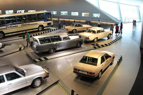 Mercedes-Benz Museum: Музей Мерседес-Бенц