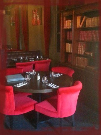 Salon cosy picture of le zinc marseille tripadvisor for Photo salon cosy