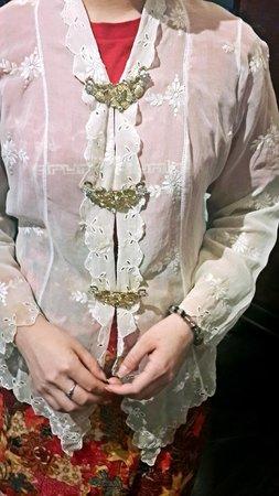 Straits Chinese Jewelry Museum Malacca: Nyonya Costume