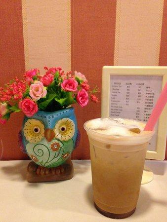 Cheung Chau B & B: the water like ice latte