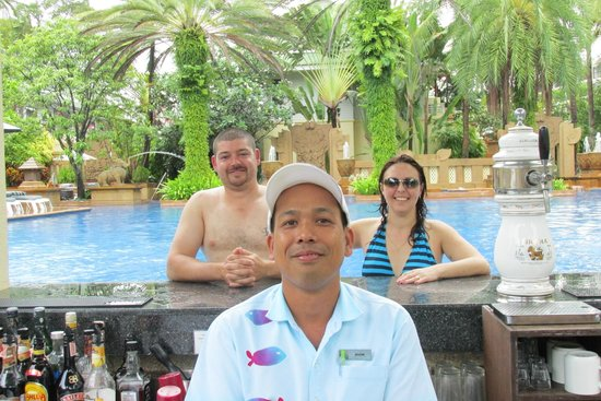 Holiday Inn Resort Phuket: NIYOM Best barman at pool bar!
