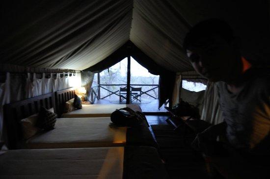 Maweninga Camp: l'interno della tenda