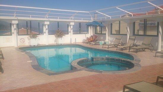Samos City Hotel: Pool uppe på taket