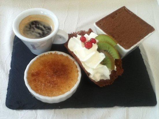 A Fleur De Sel : Café gourmand avec une excellente crème brûlé, une tuile craquante, une chantilly fait maison et
