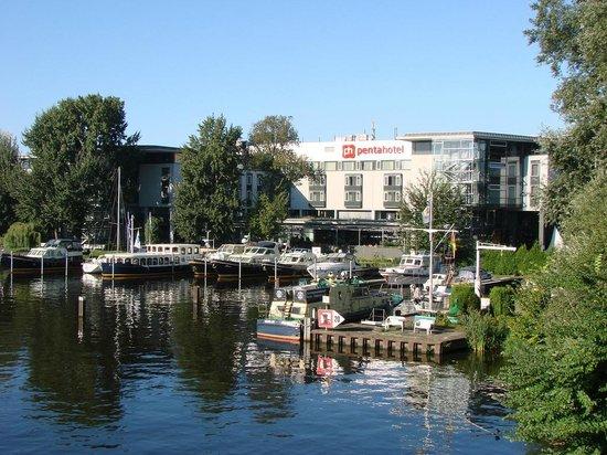 pentahotel Berlin-Köpenick: Sicht vom Wasser