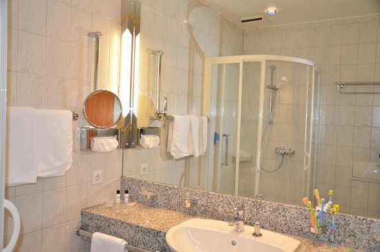 Ringhotel Loew's Merkur: ванная