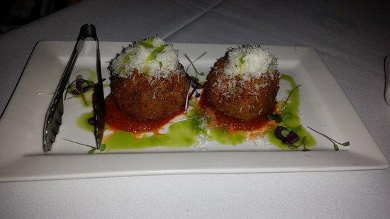 Verandah Restaurant: arancini balls with mozzarella