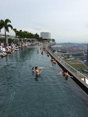 Marina Bay Sands: Rooftop Pool