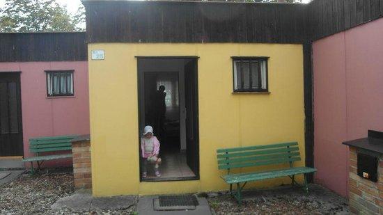 Motel Dlouha Louka: Так выглядит бунгало с наружи