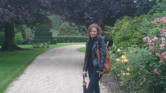 Melcombe Bingham, UK: Out for an evening stroll in the beautiful gardens and grounds