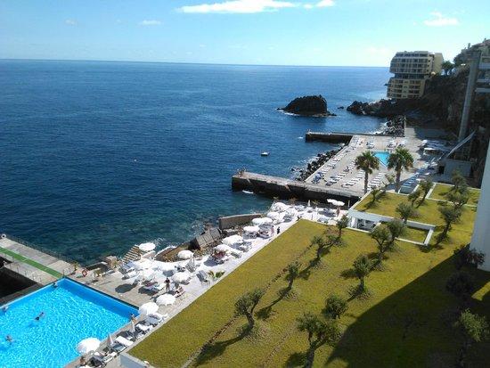 VidaMar Resort Hotel Madeira : Une partie de la vue de l'hotel partant sur la droite