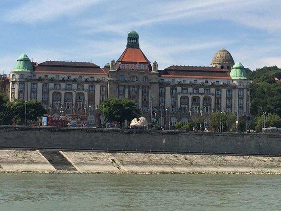 Leonardo Hotel Budapest: The river