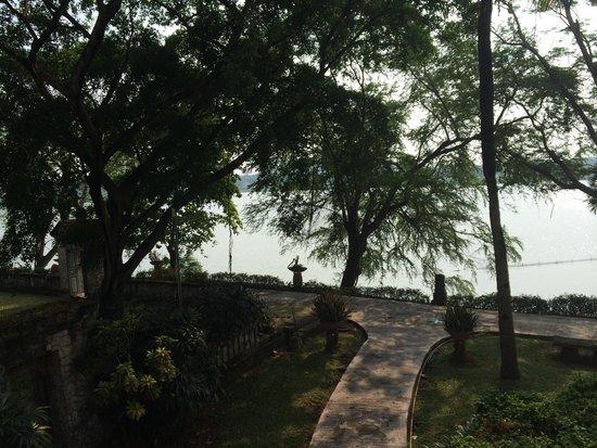 Bandara Hotel: Lake view