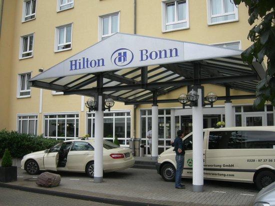 Hilton Bonn Hotel: la facciata dell'hotel...