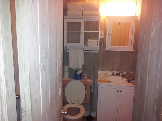 Captain Pip's Marina & Hideaway: bathroom