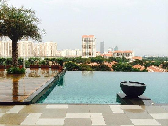 Royale Chulan Kuala Lumpur : View from the pool