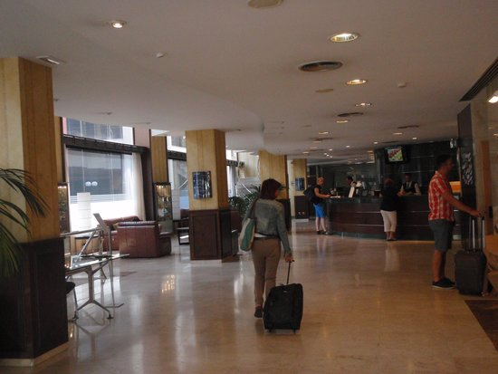 Tryp Barcelona Apolo Hotel: Reception Area