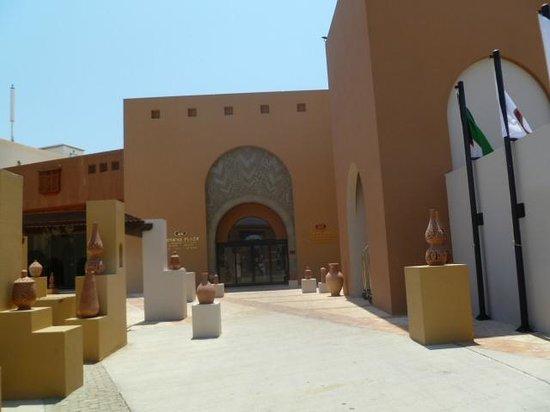 Siva Port Ghalib : l'entrée de l'hôtel crowne plaza à port ghalib