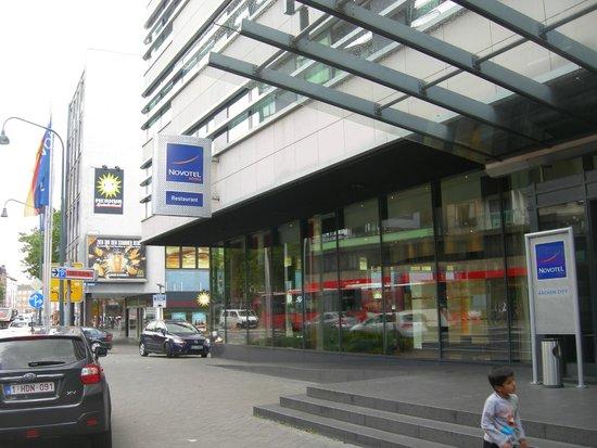 Novotel Aachen City: La facciata.....