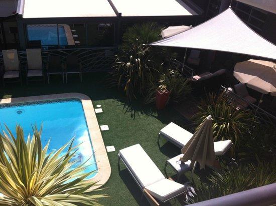 Hotel La Fauceille: La piscine, vue de la chambre
