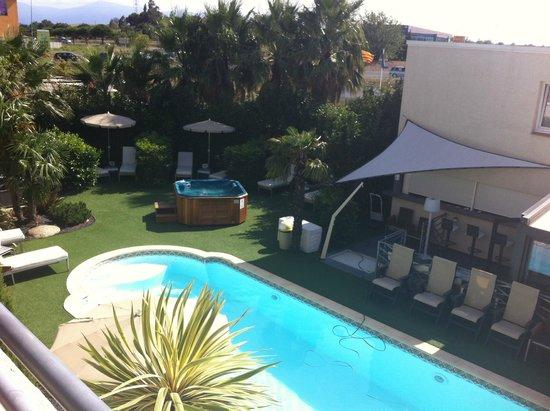 Hôtel La Fauceille : La piscine, vue de la chambre