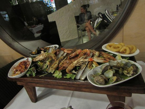 Emporda Restaurant: grilled seafood plate