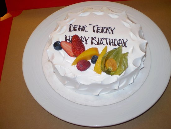 Eaton, Hong Kong: The cake the hotel delivered for my partners birthday, nice touch.