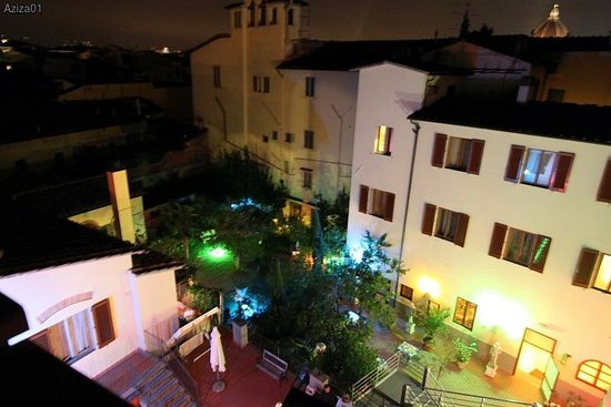 Mia Cara/Archi Rossi Hostel: Внутренний дворик