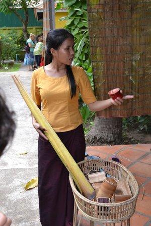 Senteurs d'Angkor: Экскурсовод