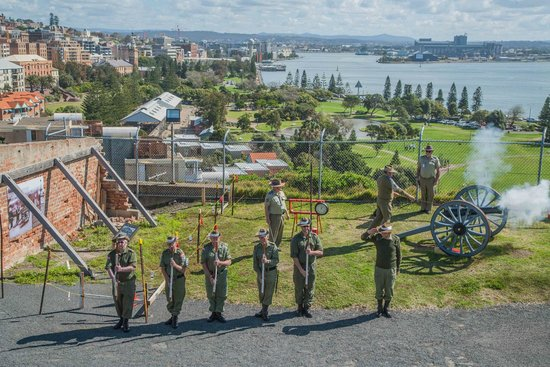 Fort Scratchley: At 1pm they fire the canon