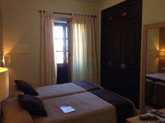 Hotel Convento Cadiz: Rummet